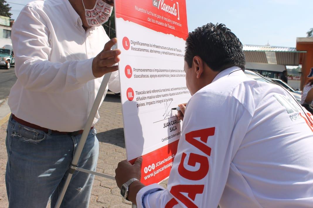 Firma Juan Carlos Sánchez García su tercer compromiso para promover el arte en el estado