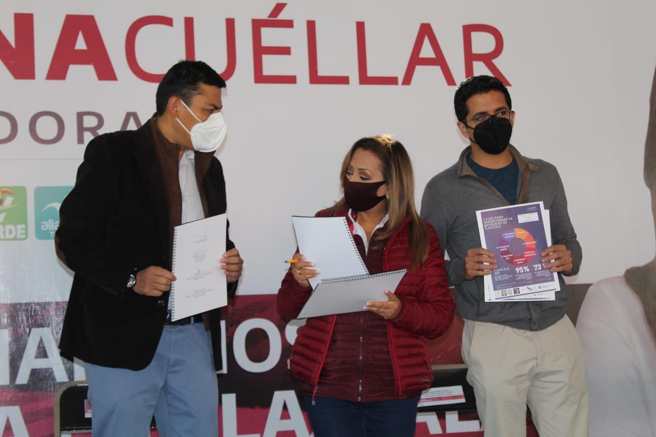 Lorena Cuéllar firma compromisos con la agenda de movilidad