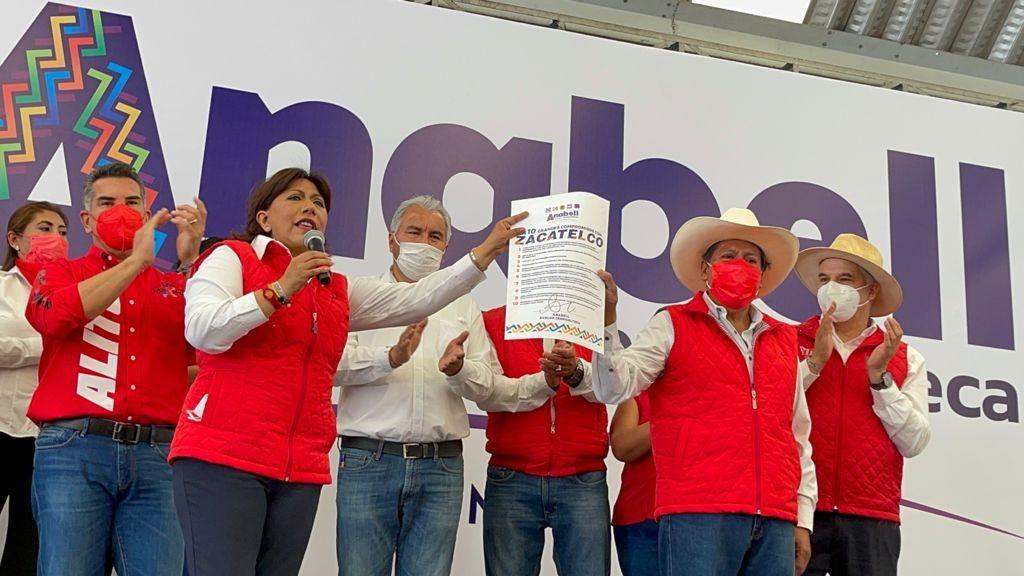 Alejandro Moreno Cárdenas, presidente nacional de PRI, visitó Tlaxcala para respaldar el proyecto de la candidata Anabell Ávalos