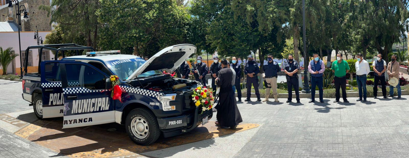 Alcalde de Atltzayanca entrega nueva patrulla para reforzar seguridad pública