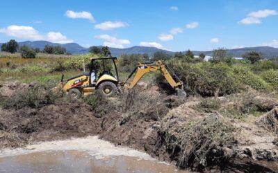 Comienzan trabajos para la reparación de caminos y cauce del río afectados por fuerte lluvia en Atltzayanca