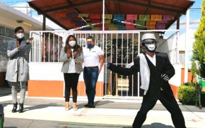 Apoya Nancy Cortés conmemoraciones escolares del Día de Muertos