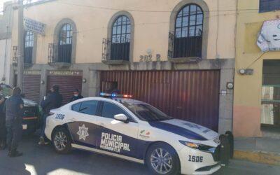 Hallan familiares a mujer muerta dentro de su domicilio; policía municipal atiende de manera inmediata el reporte
